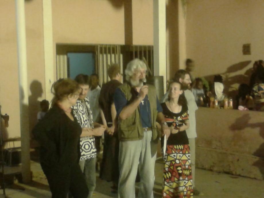 P.Danilo direttore del Centro, saluta i volontari italiani
